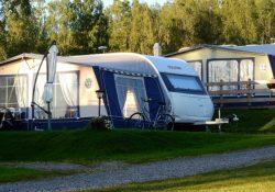 Få plads til det hele på campingferien med et smart opbevaringstelt