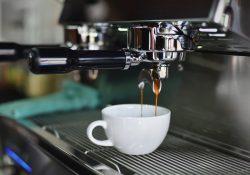 En pålidelig kaffemaskine er et must i ethvert storkøkken